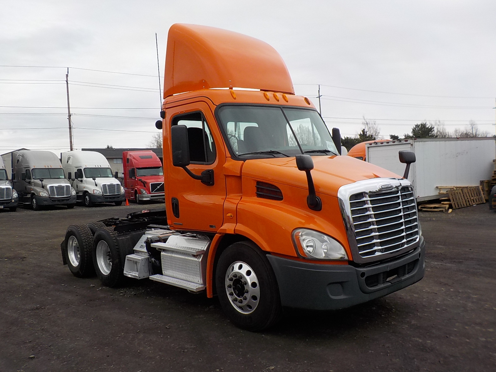 USED 2012 FREIGHTLINER CASCADIA DAYCAB TRUCK #136263