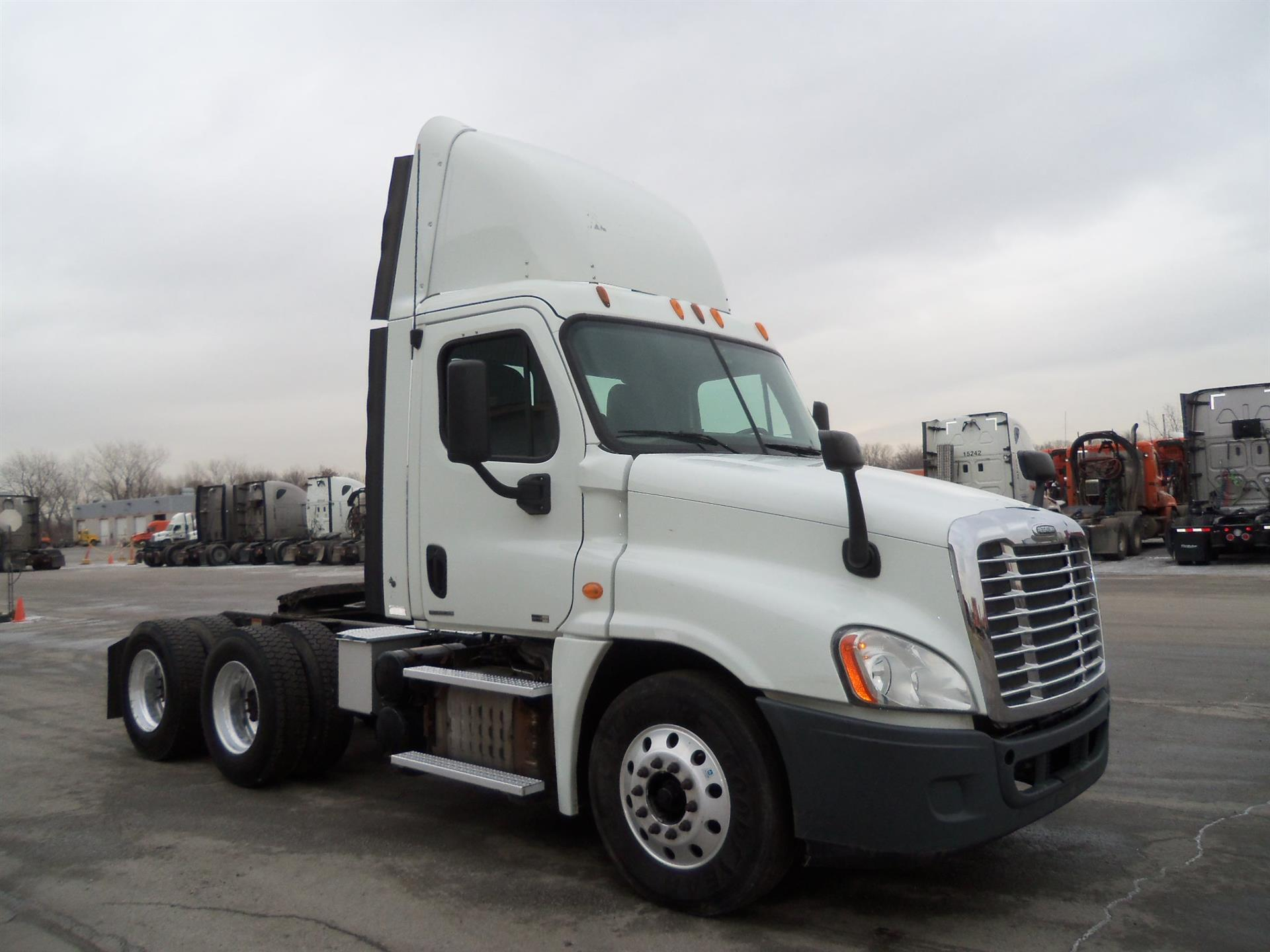 USED 2012 FREIGHTLINER CASCADIA DAYCAB TRUCK #84474