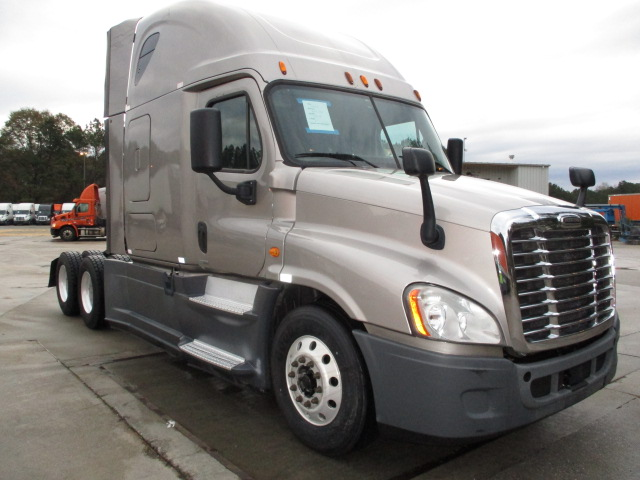 USED 2015 FREIGHTLINER CASCADIA SLEEPER TRUCK #136923