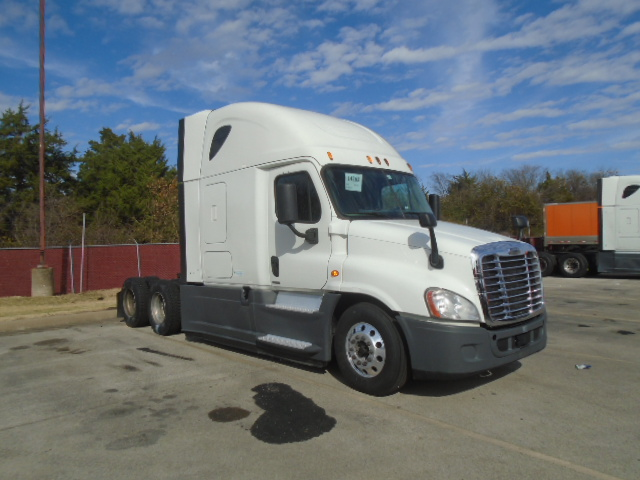USED 2015 FREIGHTLINER CASCADIA DAYCAB TRUCK #136199