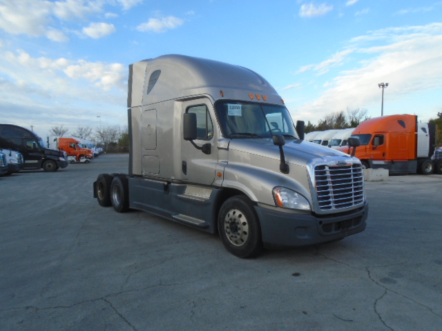 USED 2014 FREIGHTLINER CASCADIA SLEEPER TRUCK #136216