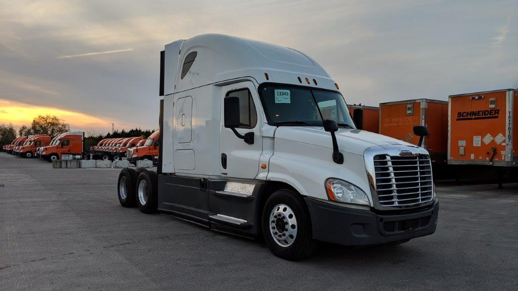 USED 2015 FREIGHTLINER CASCADIA SLEEPER TRUCK #136209