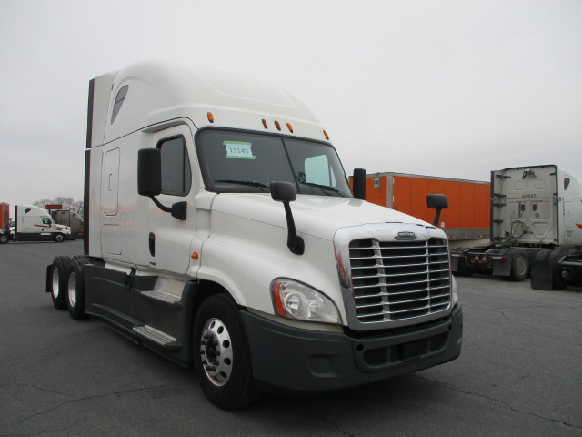 USED 2015 FREIGHTLINER CASCADIA SLEEPER TRUCK #136961