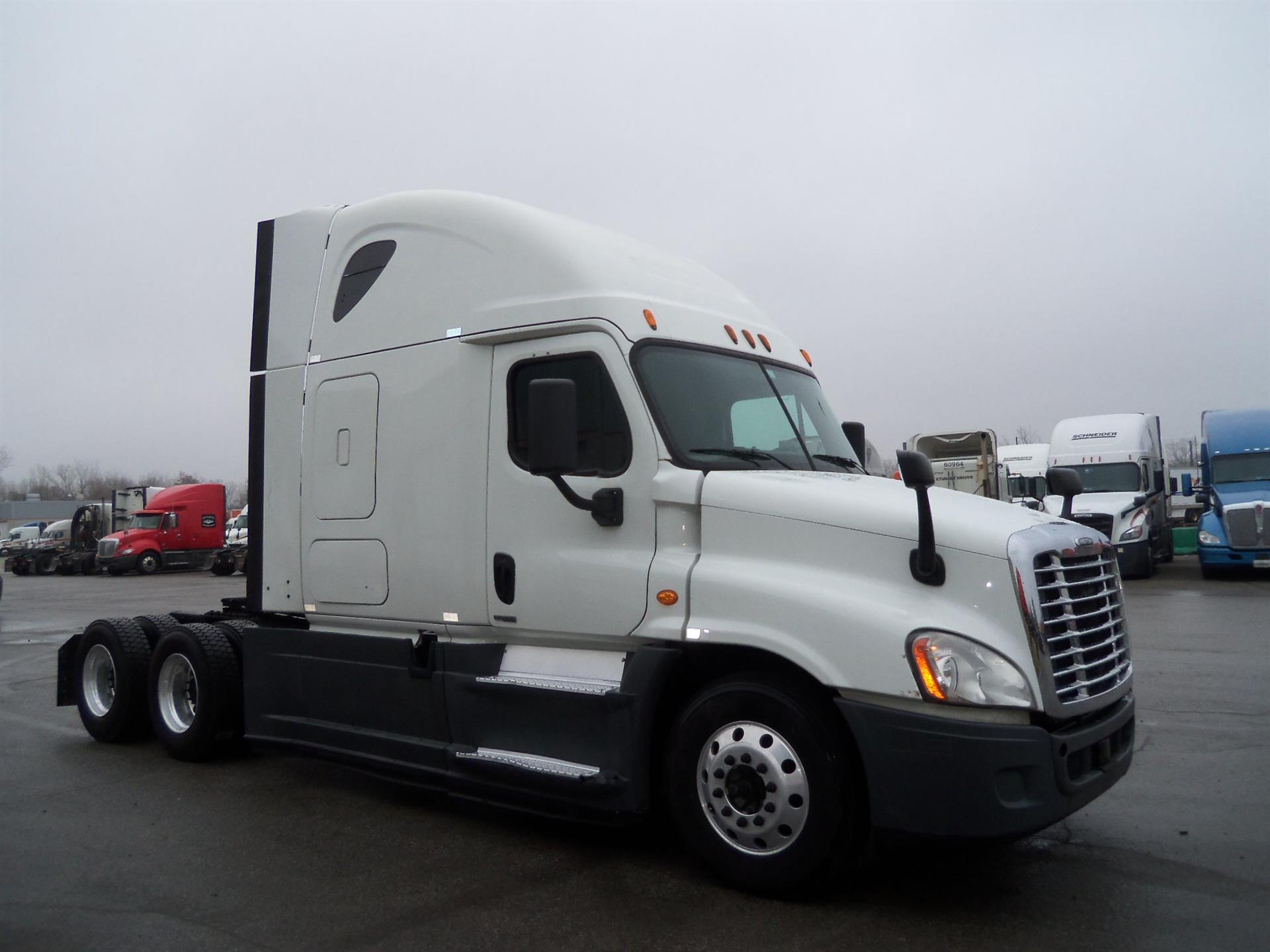 USED 2015 FREIGHTLINER CASCADIA SLEEPER TRUCK #138496