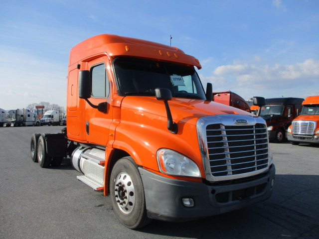 USED 2013 FREIGHTLINER CASCADIA SLEEPER TRUCK #138505