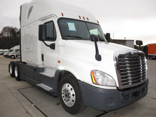USED 2015 FREIGHTLINER CASCADIA SLEEPER TRUCK #138481