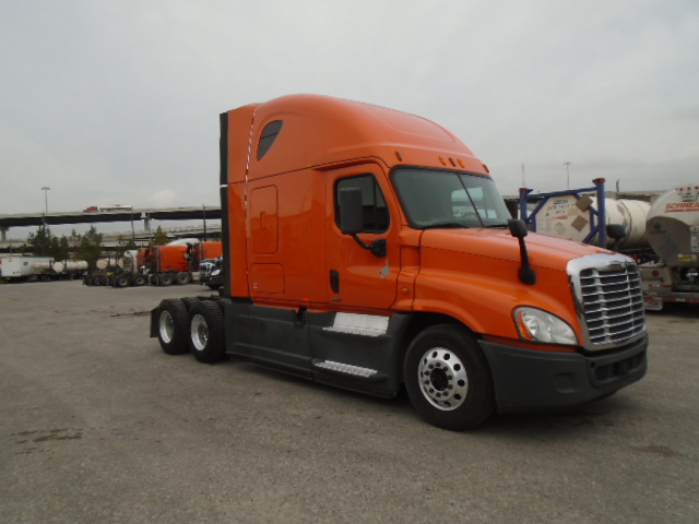 USED 2014 FREIGHTLINER CASCADIA SLEEPER TRUCK #138522