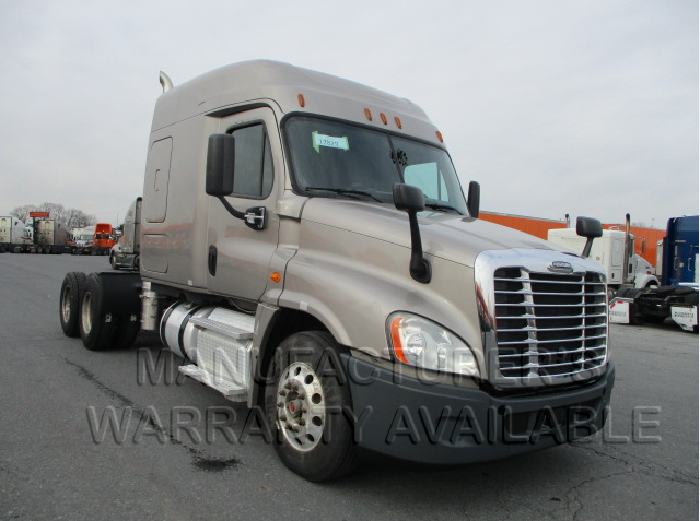 USED 2015 FREIGHTLINER CASCADIA DAYCAB TRUCK #138511