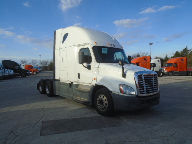 USED 2014 FREIGHTLINER CASCADIA DAYCAB TRUCK #136214