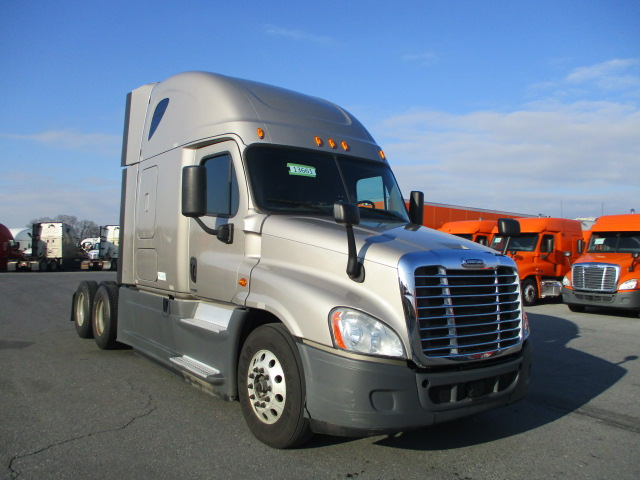 USED 2015 FREIGHTLINER CASCADIA DAYCAB TRUCK #138591