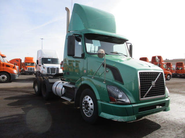 USED 2010 VOLVO UNKNOWN DAYCAB TRUCK #138537