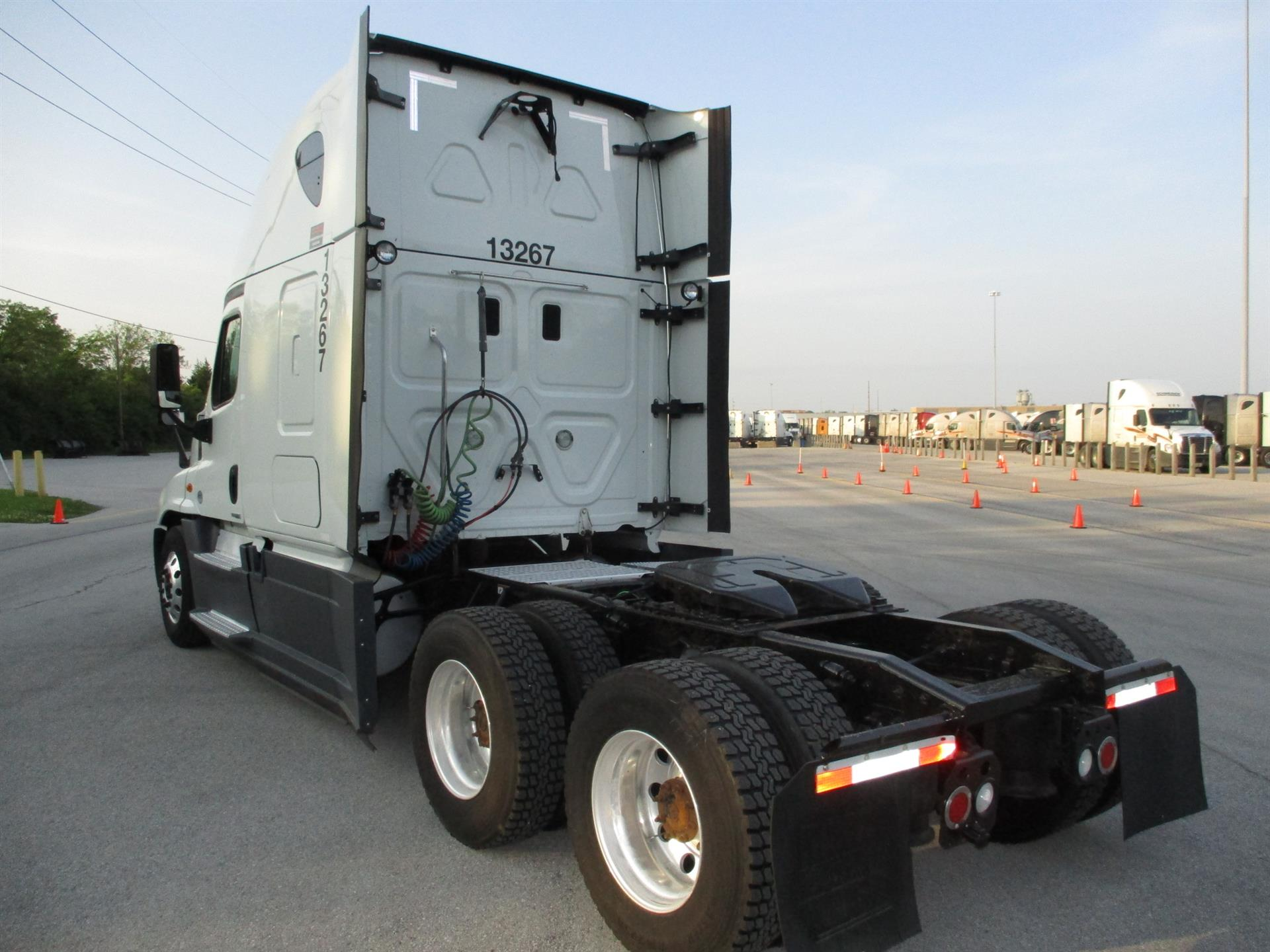 2015 Freightliner Cascadia for sale-59275126