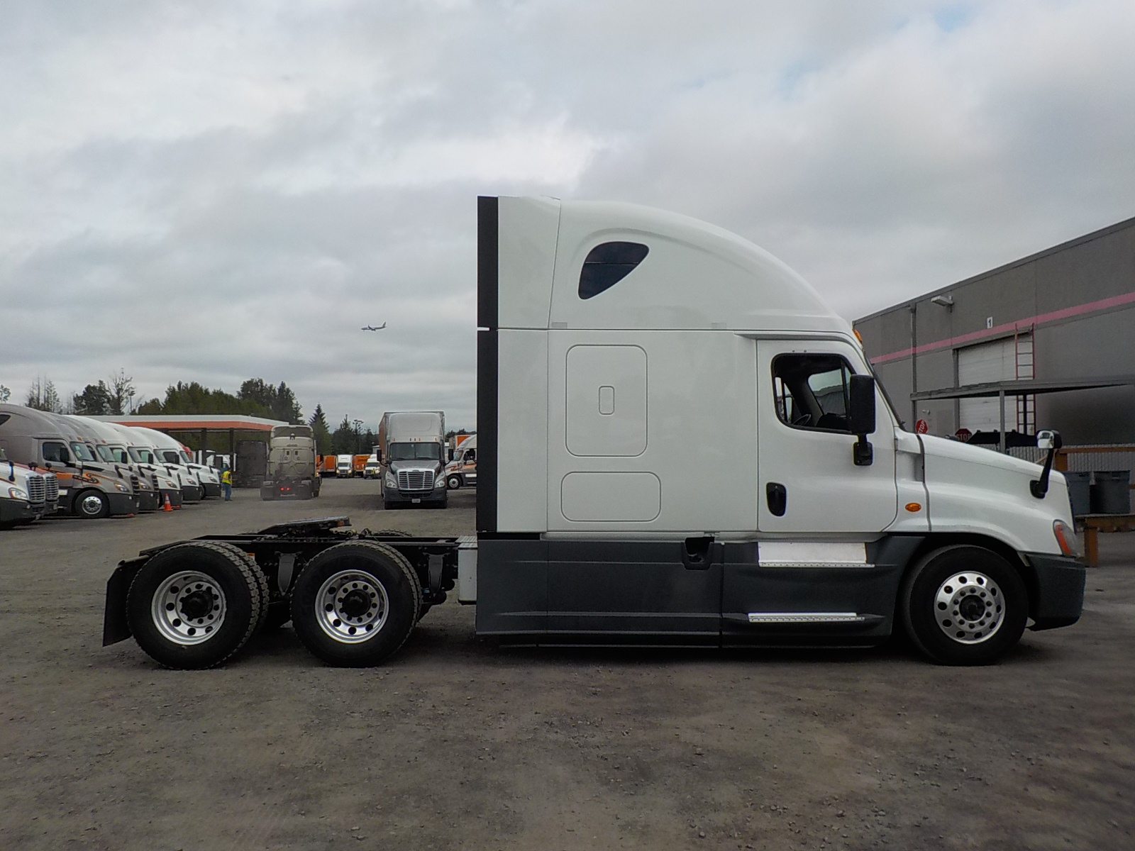 2015 Freightliner Cascadia for sale-59275185