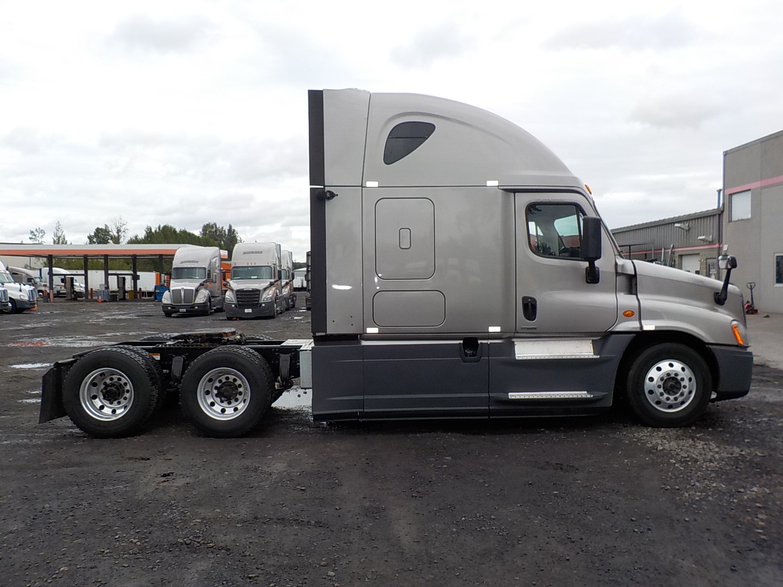 2015 Freightliner Cascadia for sale-59275420