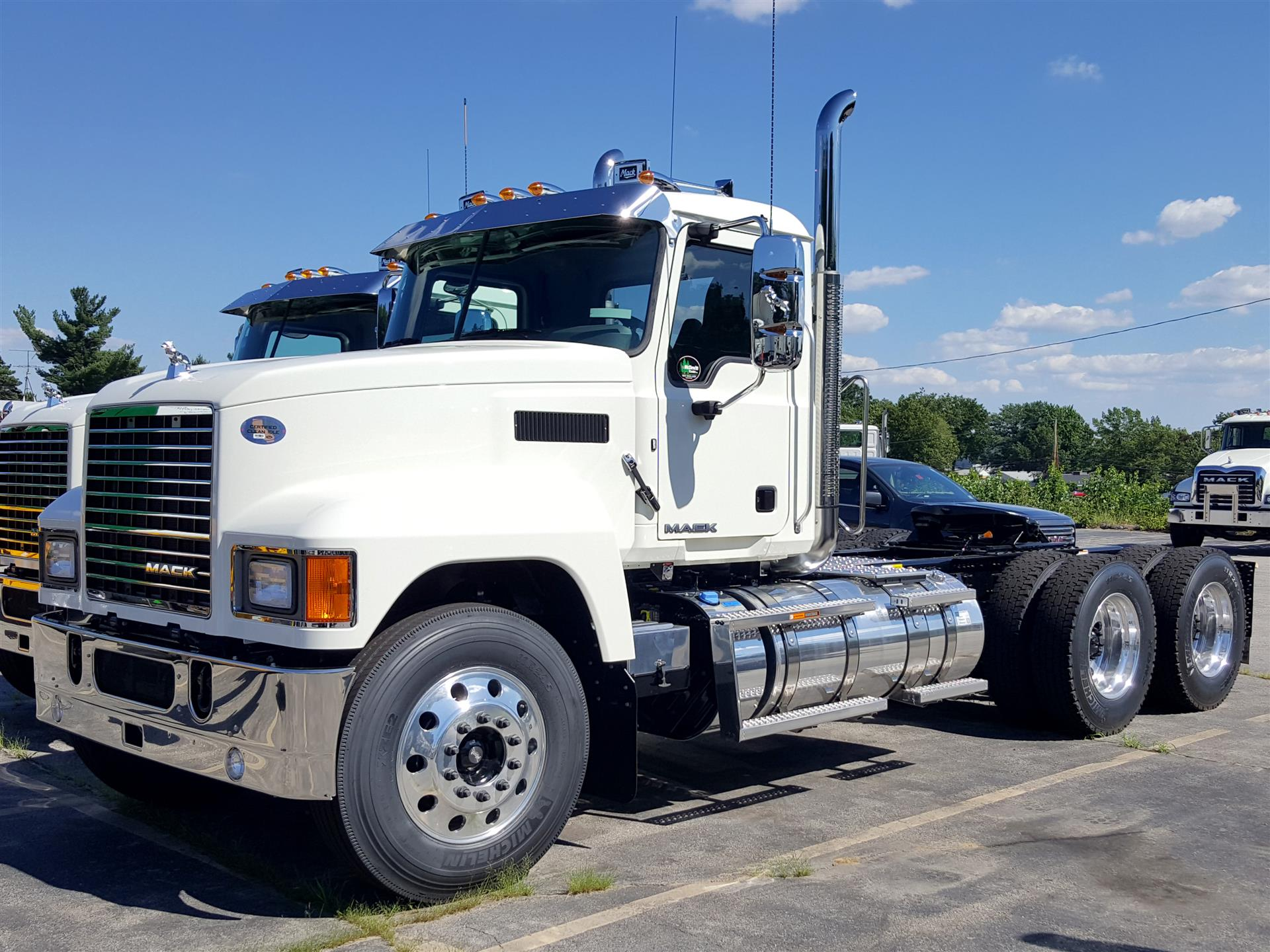 Mack med heavy trucks for sale 2018 mack chu613 cab chassis truck fandeluxe Choice Image