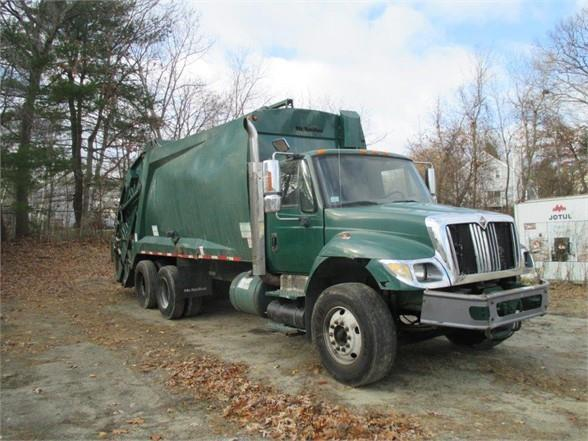 2006 International 7400 SBA Garbage Truck