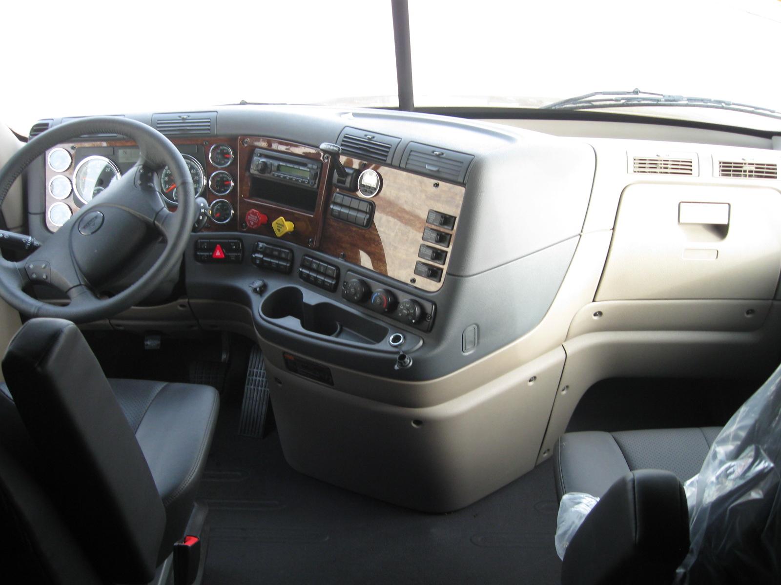 2017 Freightliner CA125