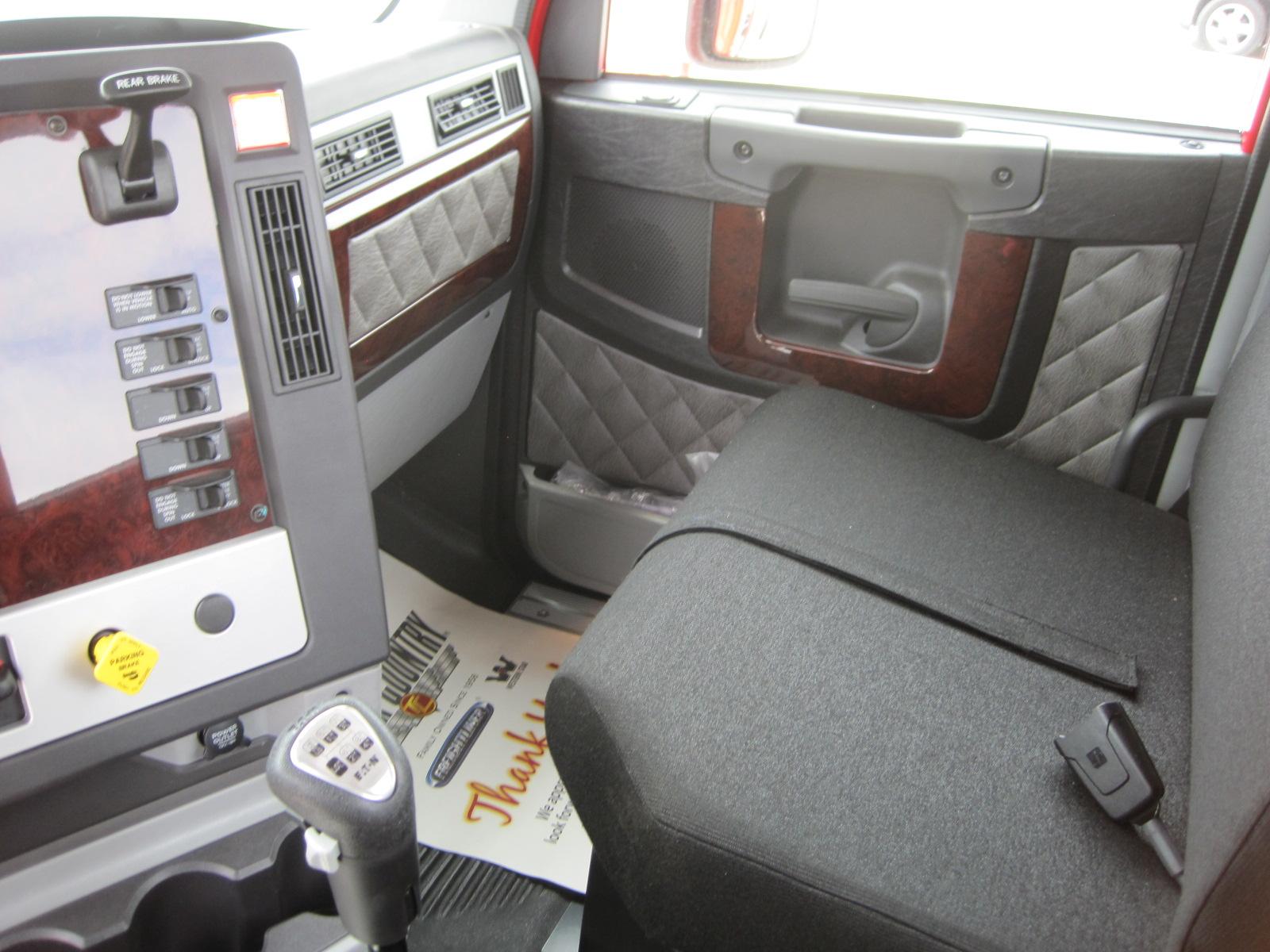 2018 Freightliner 122SB