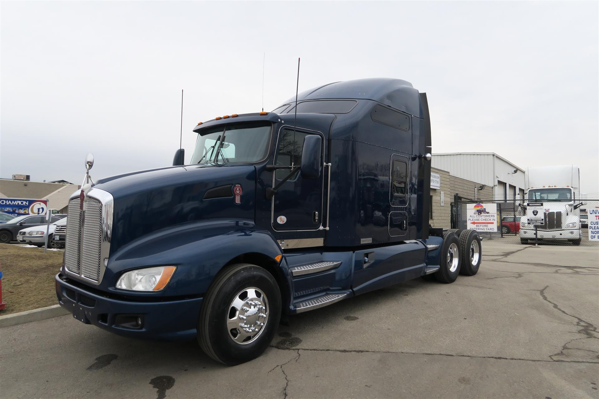 2014 kenworth t660 for Kenworth t660 studio sleeper interior