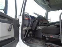 2005 Volvo VHD64B