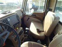 2005 Mack CV713