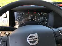 2019 Volvo VHD64F300