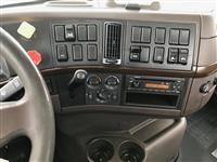 2014 Volvo VNM64T200