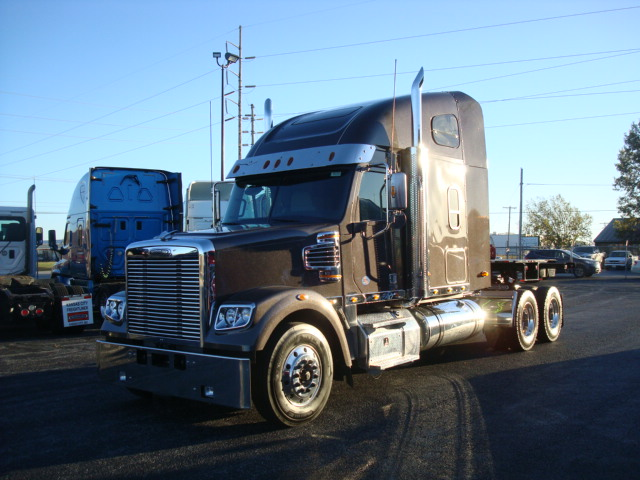 2018 Freightliner 122SD TRACTOR