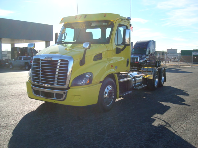 2015 Freightliner CASCADIA 113DC