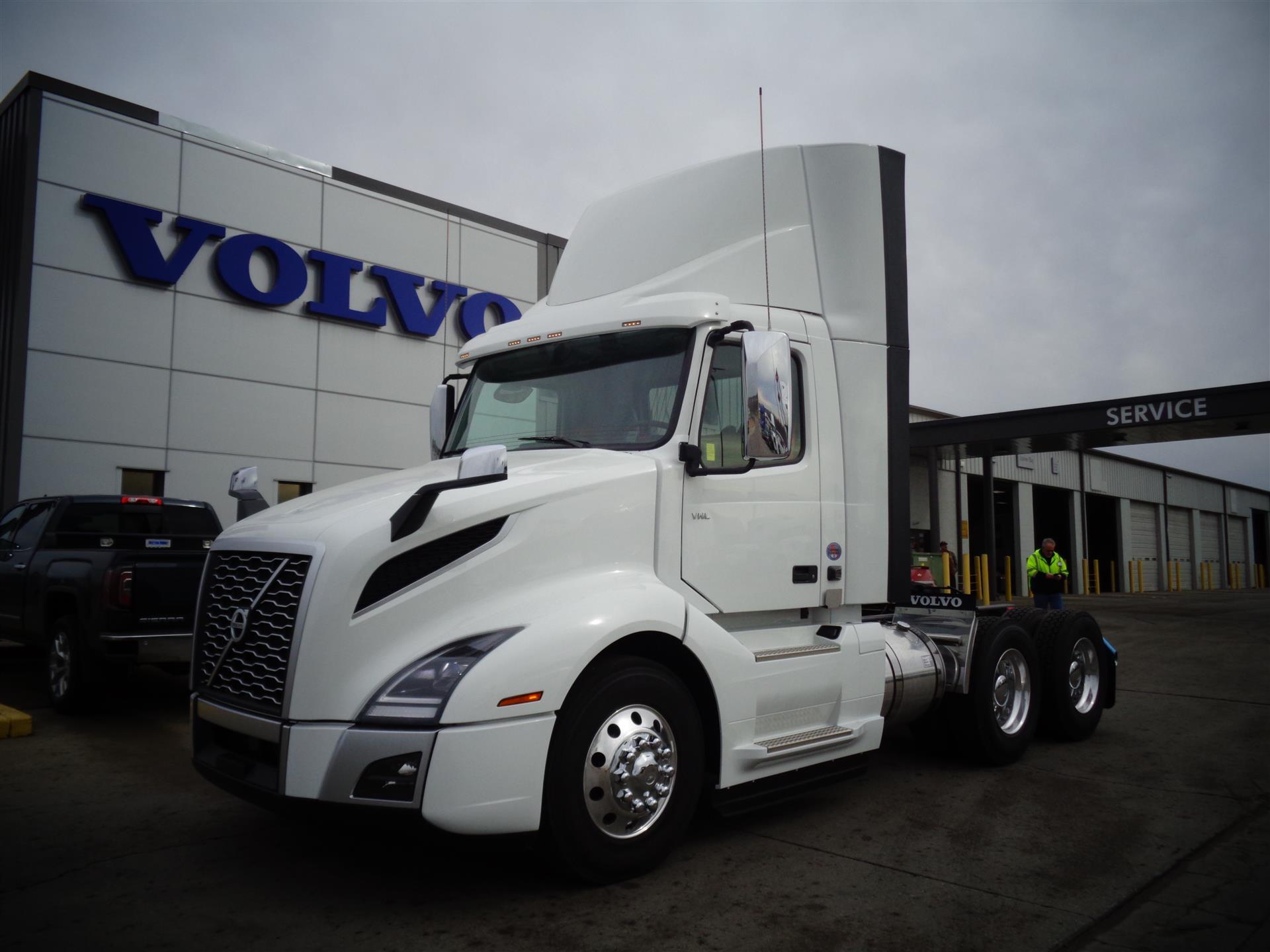 2018 Volvo VNL64T300