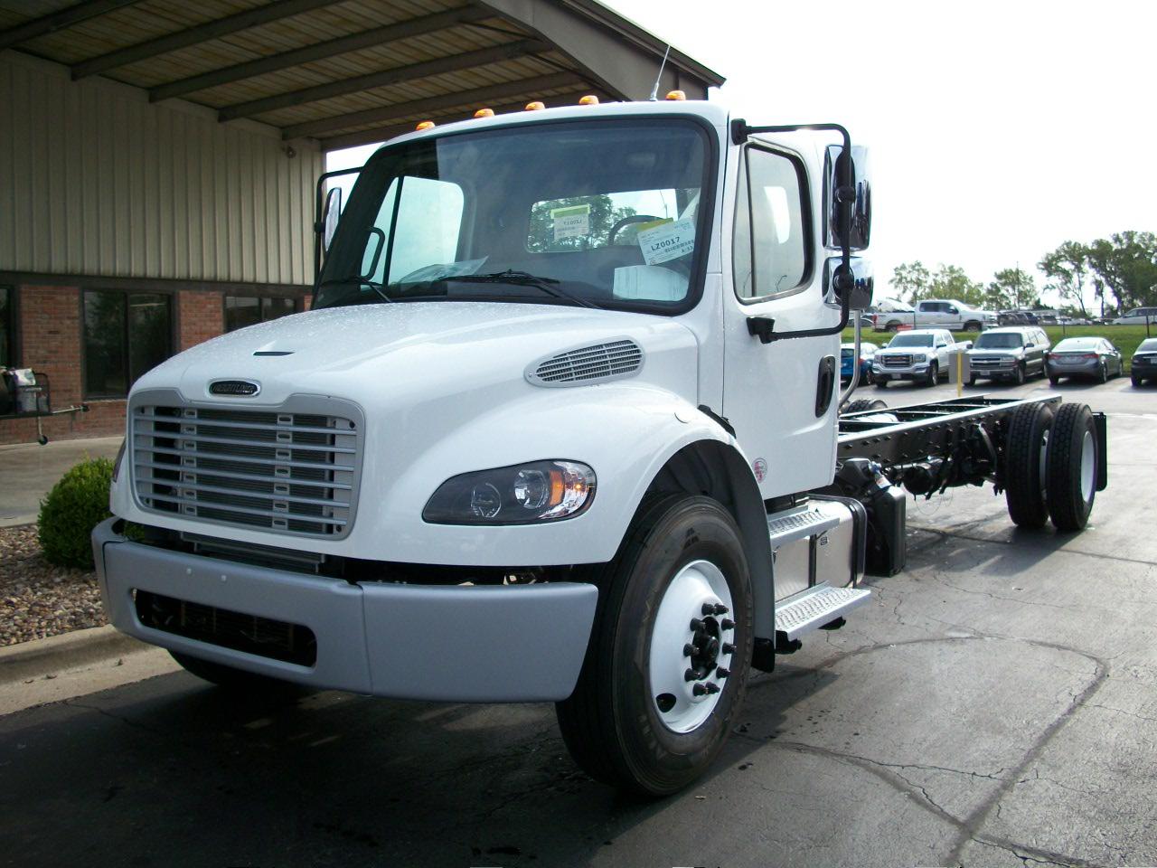2020 Freightliner M2106