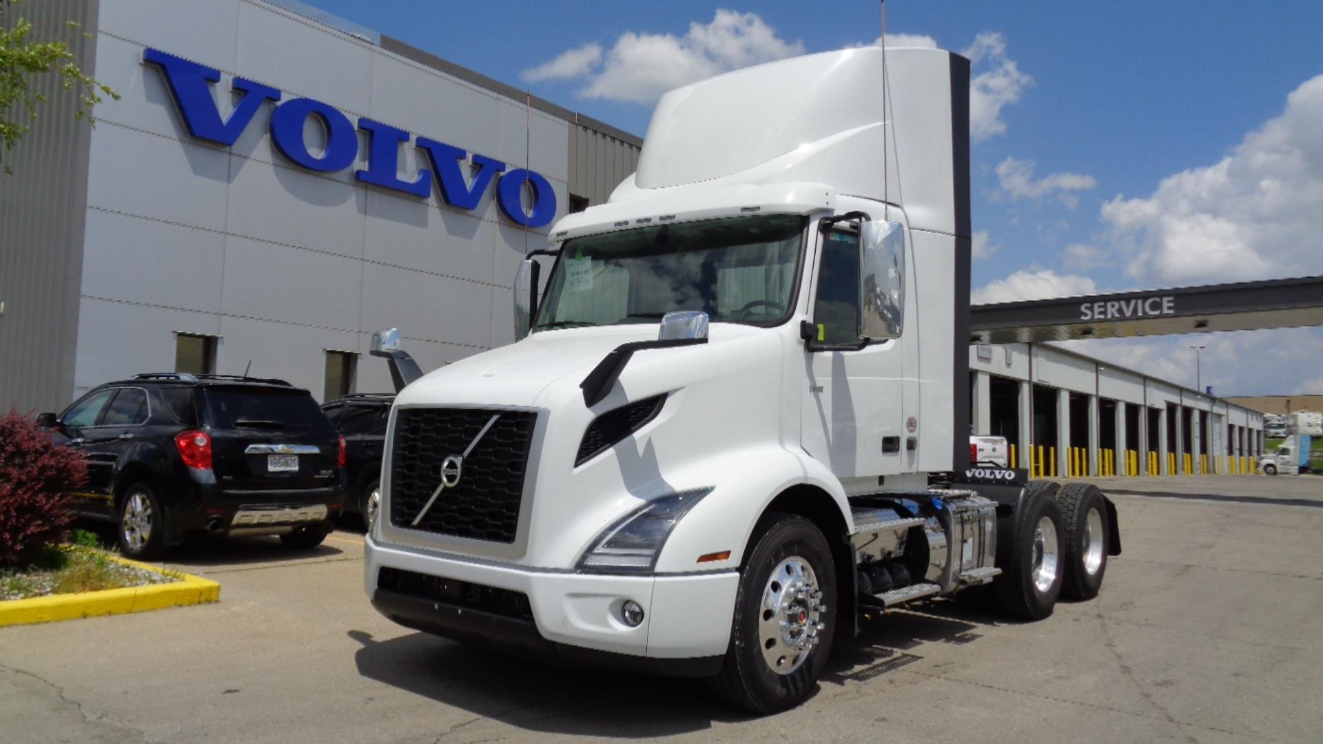 2022 Volvo VNR64T300