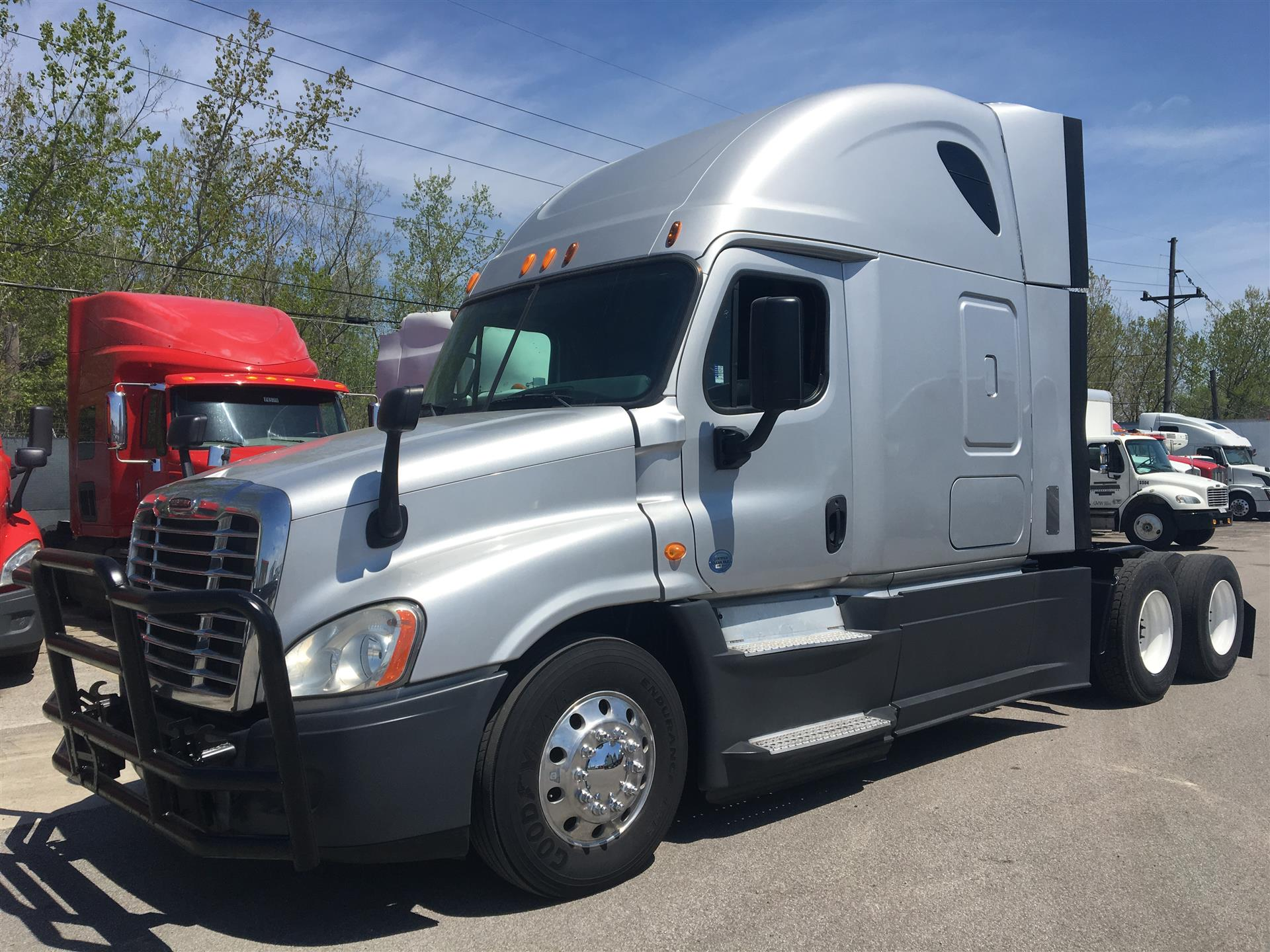 Photo Gallery - Unit# 19303 - 2014 Freightliner Cascadia