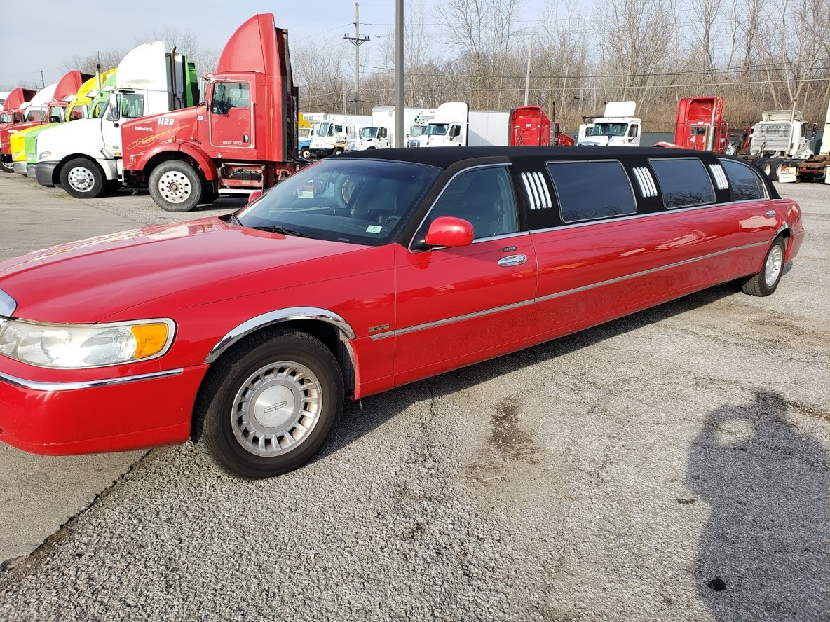 2001 Lincoln Town Car Limo